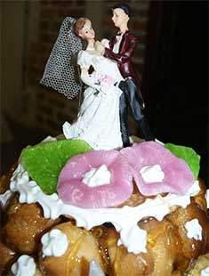 Gâteau de mariage servit pour le traiteur